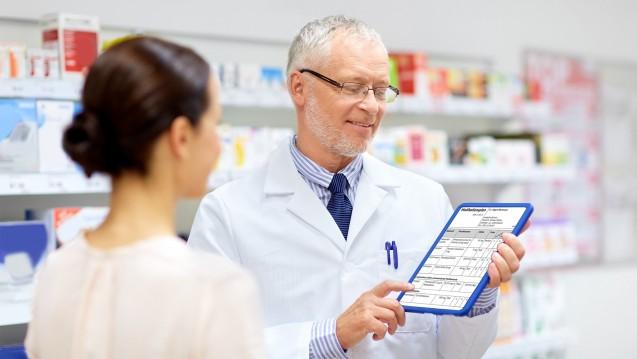 Wenn der Medikationsplan digital wird, sollen die Apotheker eingebunden werden. Nur ein Honorar ist bisher nicht gesetzlich festgelegt. (Foto: stock.adobe.com / Syda Productions)