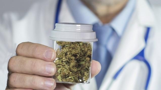 Das Fahren unter medizinischer Anwendung von Cannabis ist auf jeden Fall während der Titrationsphase zu unterlassen.(William Casey / Fotolia)