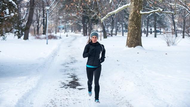 Sport bei Temperaturen unter null Grad ist für ältere und untrainierte Menschen nicht zu empfehlen. (Foto: Microgen / stock.adobe.com)