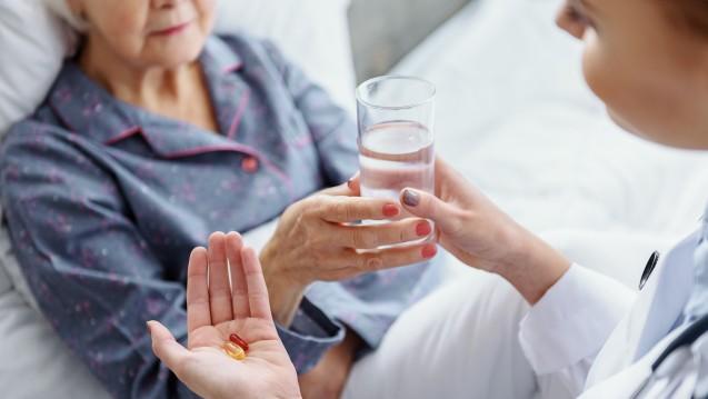 Künftig sollen spezielle Stationsapotheker in niedersächsischen Kliniken auf die Arzneimittelgabe achten. ( r / Foto: YakobchukOlena/ stock.adobe.com)