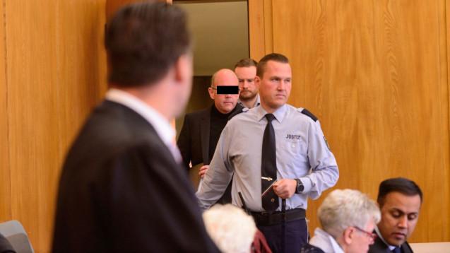 Gegen den angeklagten Zyto-Apotheker Peter S. und einen Pharmareferenten wird wegen Verdacht auf Bestechung ermittelt. (Foto: hfd)