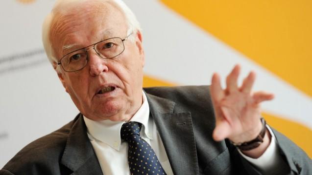 Schiedsstellenvorsitzender Rainer Hess hat vorgelegt. Dass Apotheker und Kassen sich einigen können, scheint eher unwahrscheinlich. (Foto: dpa)