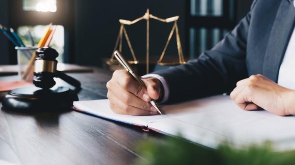 Hoos bietet Sofort-Zahlung gegen Aussonderungsrechte an