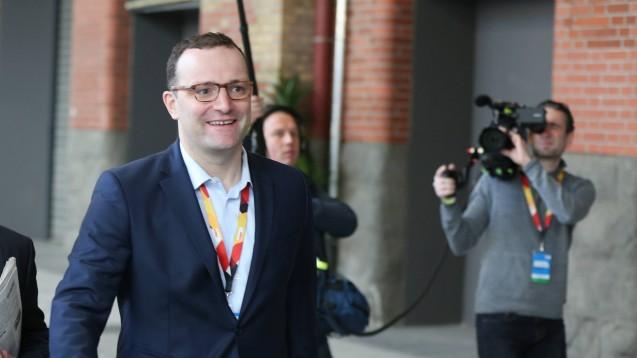 Jens Spahn - gutgelaunt auf dem Weg zum 30. Bundesparteitag der CDU. (Foto: Sefan Zeitz / imago)