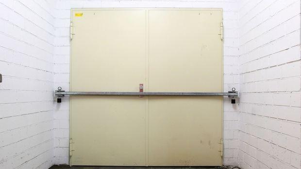 Hinter diesen Türen lagern Grippemittel im Wert von über 900.000 Euro, die Bremen zum Teil 2009 gegen die Schweinegrippe gekauft hat. (Foto: Frank Thomas Koch)