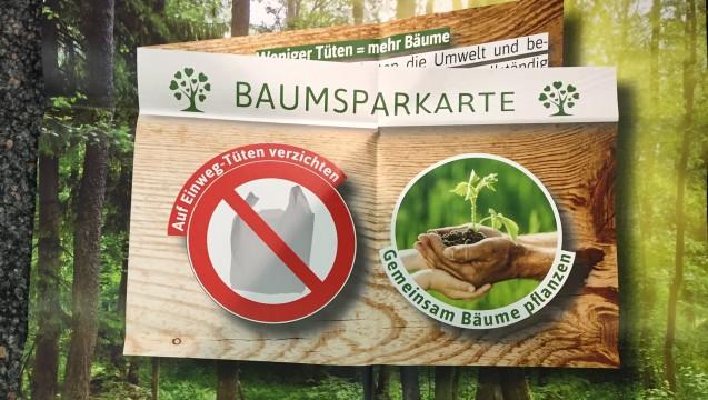 Statt Plastiktüte, eigene Tasche: Zehn Stempel in die Karte, dann wird ein Baum gepflanzt. (Bild: Markt- und Weidenau-Apotheke)