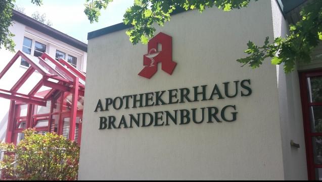 Affront: Weil die Kammer Brandenburg unzufrieden mit den Leistungen der ABDA ist, kürzt sie der ABDA die Beiträge um die Hälfte. (Foto: DAZ)