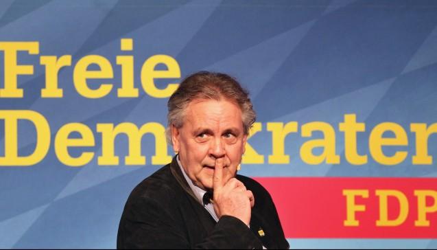 Bislang das vehementeste pro-Apotheker-Argument in den Reihen der FDP brachte Albert Duin, Chef der FDP Bayern, hervor. Duin sagte gegenüber DAZ.online, dass der Versandhandel nach dem EuGH-Urteil bessere Wettbewerbsvoraussetzungen habe. Er forderte daher ein vorübergehendes Rx-Versandverbot.(Foto:dpa)