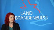 Brandenburgs Gesundheitsministerin Diana Golze (Linke) gerät in der Lunapharm-Affäre zunehmend unter Druck. Am heutigen Donnerstag musste sie im Landtag Fragen dazu beantworten, wann ihr Ministerium von den ersten Auffälligkeiten bei Lunapharm erfuhr. (s / Foto: Imago)