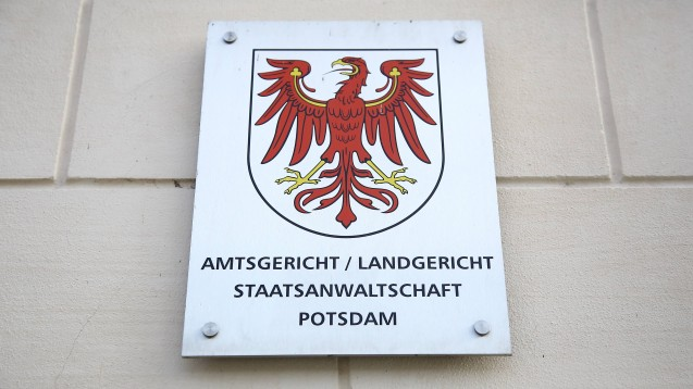 Die Staatsanwaltschaft Potsdam hat in der Lunapharm-Affäre nun Anklage gegen drei Tatverdächtige erhoben, darunter auch die Lunapharm-Geschäftsführerin. (m / Foto: imago images / M. Müller)