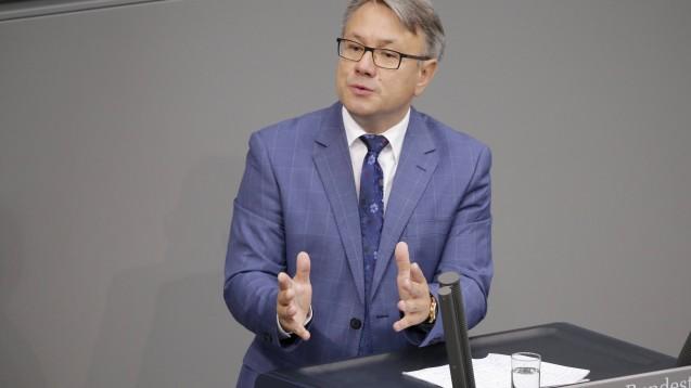 Dr. Georg Nüßlein meint, dass durch das Apotheken-Stärkungsgesetz zwischen Apotheken und EU-Versendern die gleiche Wettbewerbsbasis wieder hergestellt werden kann. (Foto: imago images / M. Popow)