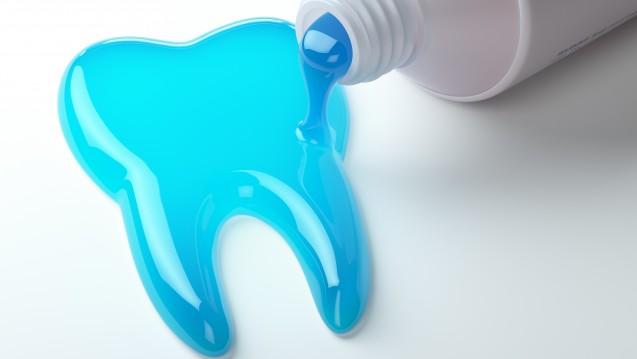 Symbolbild:Bei Kreidezähnen muss laut DGZMK über das Zähneputzen hinaus eine besonders intensive Prophylaxe betrieben werden, um die Zähne vor Karies zu schützen (Fluoridierungsmaßnahmen). ( r / Foto:DGZMK)