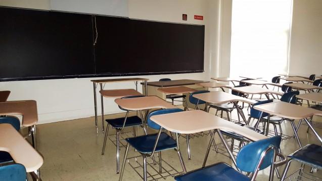 An vielen Berufsschulen (hier ein Symbolbild) stand der Lehrbetrieb in den vergangenen Wochen still. Für den Wiedereinstieg eignen sich aufgrund der Abstandsregelungen nicht alle Klassenräume, auch bei PTA-Schulen. Die Noweda hilft nun einer PTA-Schule aus. (x/Foto: imago images / ZUMA)