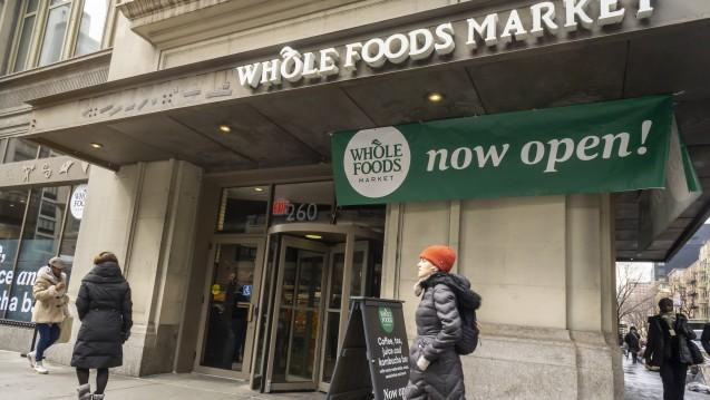 Durch die Übernahme der US-Lebensmittelshop-Kette Whole Foods hat Amazon den ersten Schritt in den Vor-Ort-Handel gemacht, nun sollen weitere Geschäfte folgen. ( r / Foto: Imago)