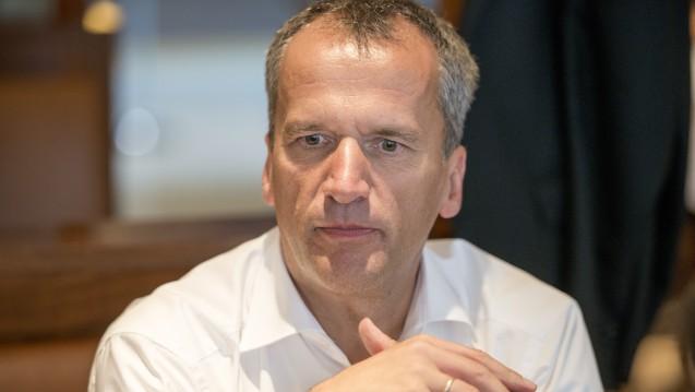Der Versandhandelskonflikt sorgt für Diskussionen – nur mit einer Lösung tut sich die Politik schwer. Michael Hennrich (CDU) fordert nun auch von den Apothekern eine offene Debatte über das Rx-Versandverbot hinaus. (c / Foto: Külker)