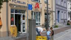 Die Forellen-Apotheke in Ribnitz-Damgarten engagiert sich zusammen mit der Konkurrenz für wohltätige Zwecke. (Foto: Forellen-Apotheke)