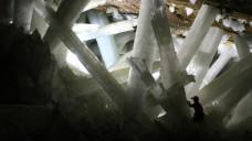 Höhlenkristalle enthalten teils uralte Mikroorganismen, die Forscher wieder zum Leben erwecken konnten. (Foto:Alexander Van Driessche / Wikimedia, CC BY-3.0)