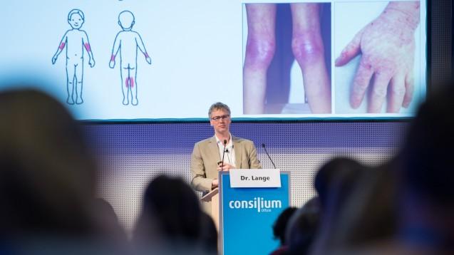 Kinderarzt Dr. Lars Lange auf dem Pädiatriesymposium auf der INTERPHARM in Bonn. (Foto: L.Preiss / DAZ)
