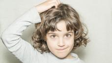 Wenn der Kopf juckt: Was hilft am besten bei Kopfläusen? (Foto: Jorge Alejandro / stock.adobe.com)