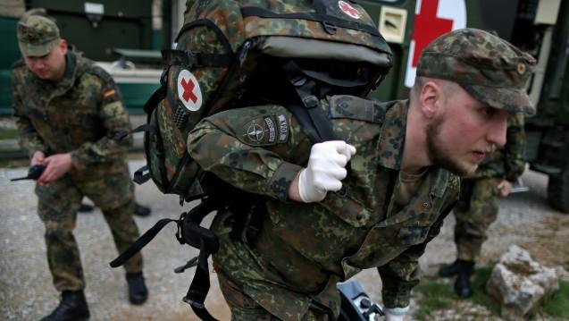 Arzt bundeswehr  Jahresgutachten: Wehrbeauftragter fordert Zulage für Apotheker