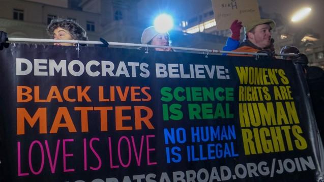 """""""Wir glauben, dass für Wissenschaftler die Zeit vorbei ist, um diesem Kampf guten Gewissens aus dem Weg zu gehen"""", sagt eine der Initiatoren des Science-Protestmarsches im April, Caroline Weinberg. (Foto: dpa)"""