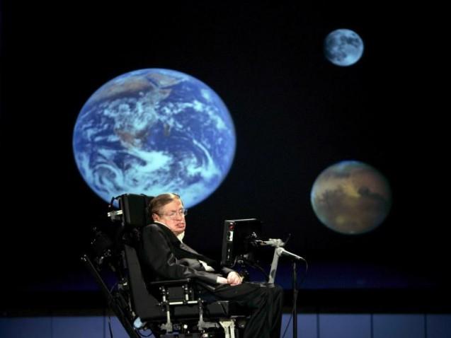 Der britische Physiker Stephen Hawking hält an seinem Plan für eine Reise ins All fest. Foto: Stefan Zaklin/Archiv