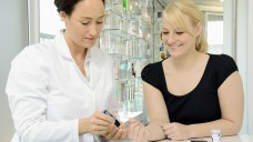 Apotheken bieten zahlreiche Tests wie Blutzuckermessungen. (Foto:Dan Race / Fotolia)