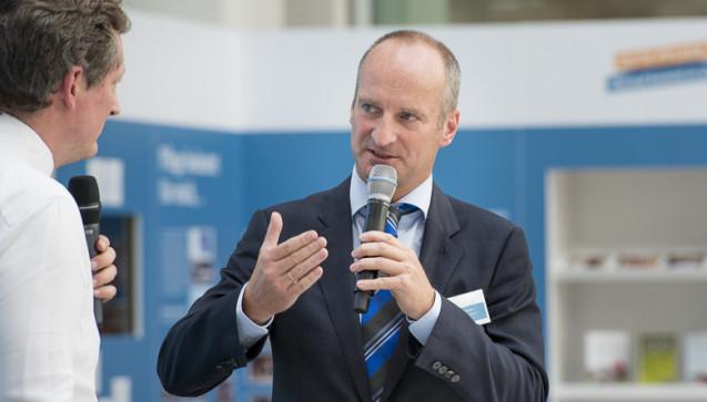 Friedemann Schmidt erläutert, was Apotheker tun wollen, um Gesundheitskompetenz zu stärken: Selbst besser kommunizieren und ihren Patienten ihre Medikation verständlich machen.
