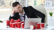 Schichtdienste wirken sich negativ auf das Schlafverhalten aus, was wiederum körperliche Beschwerden hervorruft. (Foto: Africa Studio / stock.adobe.com)