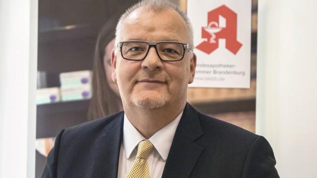 Brandenburgs Kammerpräsident Jens Dobbert empfiehlt den Apothekern in seiner Region, aufgrund der Drucksituation im Großhandel, die Bestellungen zu reduzieren. (s / Foto: LAK Brandenburg)