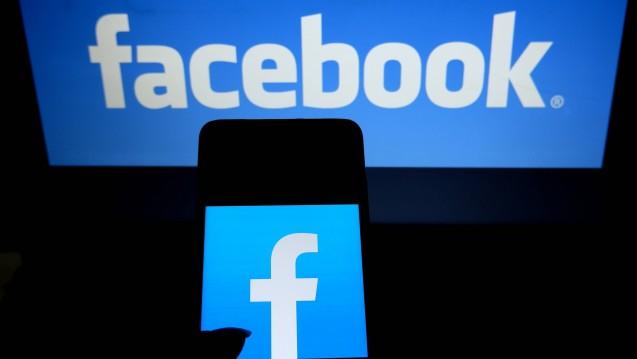 Social-Media-Gruppen sind praktisch beim fachlichen Austausch der Apotheker. Wie steht es um die Schweigepflicht? (m / Foto:imago images / ZUMA Press)