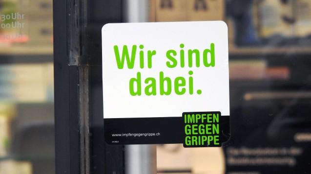 Was zum Beispiel in der Schweiz schon üblich ist, soll nun auch in Deutschland kommen: Die Grippeimpfung in der Apotheke. (s / Foto: imago images / Geisser)