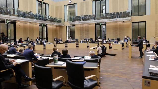 Der Bundesrat hat heute einer Verlängerung der Pandemie-Regelungen zugestimmt. (Foto: IMAGO / Future Image)