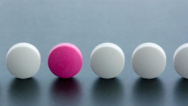 Real und Fake: Patienten, die online Arzneimittel bestellen ängstigen sich vor gefälschten Arzneimittel. (Foto: monropic / stock.adobe.com)