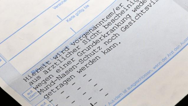 Haben Atteste ausgedient? Die Einschätzung der Leiterin von Schleswig-Holsteins Antidiskriminierungsstelle will einen einheitlichen Nachweis zur Befreiung von der Maskenpflicht durch das Land. (Foto: IMAGO / U. J. Alexander)