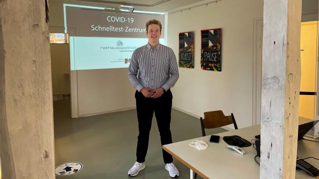 Der Pharmaziestudent und RxVV-Aktivist Benedikt Bühler betreibt seit Kurzem ein Corona-Schnelltestzentrum in Karlsruhe. (c / Foto: PTAheute / Cornelia Neth)