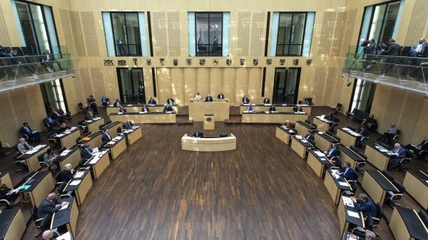 Bundesrat stimmt Corona-Gesetzespaket zu