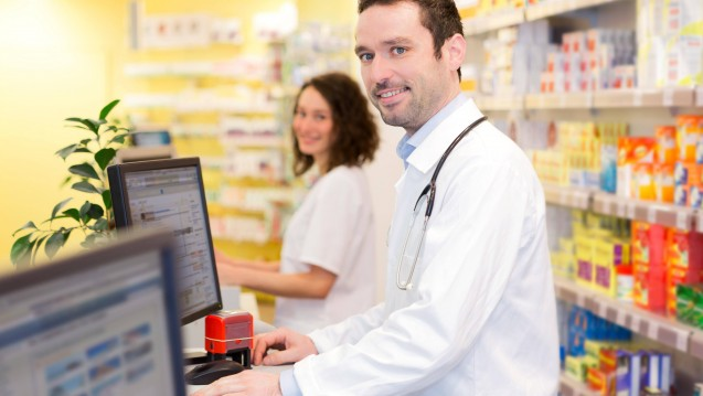 Apotheker sollen E-Rezepte künftig in ihrer Apothekensoftware aufrufen können. Aber was muss noch passieren, damit E-Rezepte nicht nur in Modellprojekten, sondern auch flächendeckend angewendet werden können? (s / Foto: imago images / Panthermedia)