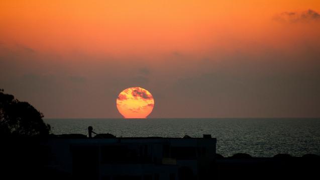 Zwischen Sonnenauf- und Sonnenuntergang fasten gläubige Muslime während des Ramadan, auch Arzneimittel. Foto: El Paparazzo / stock.adobe.com)