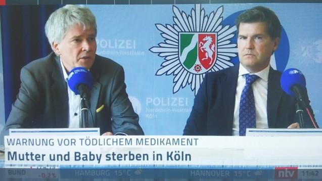 Die Pressekonferenz im Polizeipräsidium Köln offenbarte am heutigen Dienstag um 11:30 Uhr viele betroffene Gesichter – sie wurde live auf Facebook und NTV übertragen. (b/Foto: Screenshot der NTV-Übertragung der Pressekonferenz)