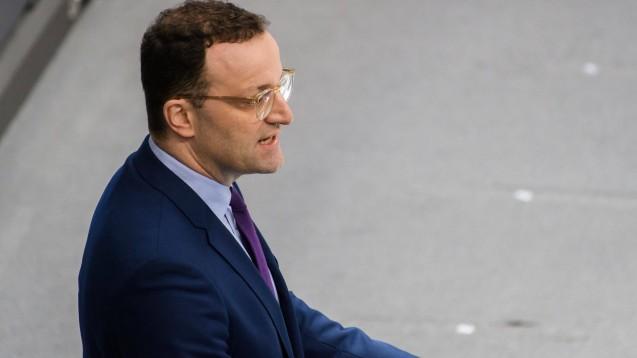 Bundesgesundheitsminister Jens Spahn rechnet noch mit einer größeren Verbreitung des neuen Coronavirus in Deutschland, wie er im Bundestag erklärte. (c / Foto: imago images / Christian Spicker)