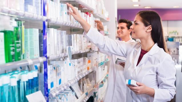 Kaufen Mitarbeiter in der Apotheke vergünstigt ein, müssen sie den Vorteil unter Umständen versteuern. (Foto: JackF/adobe.stock.com)
