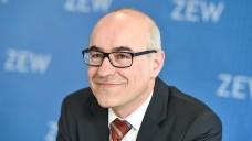 Keine Wettbewerbseinschränkung: Achim Wambach, Chef der Monopolkommission, fordert die Aufhebung der Rx-Preisbindung in Deutschland. (Foto: dpa)