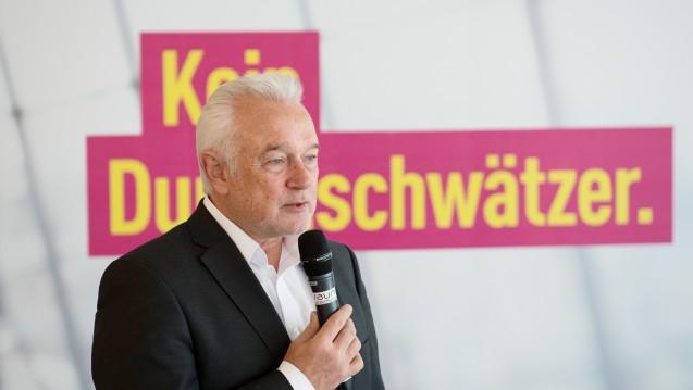 Keine Dummschwätzer: Die FDP Schleswig-Holstein von Spitzenkandidat Wolfgang Kubicki will in der kommenden Legislaturperiode Apothekerbusse auf dem Land einführen. (Foto: dpa)