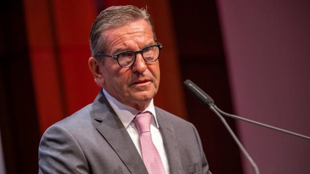 Dr. Thomas Trümper (hier vergangene Woche auf der Expopharm-Eröffnung in Düsseldorf) wird Anfang Dezember seine Phagro-Ämter niederlegen. (m / Foto: Schelbert)