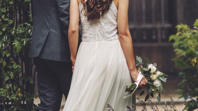 Bei der eigenen Eheschließung haben Apothekenmitarbeiter nach dem Bundesrahmentarifvertrag Anspruch, einen Tag von der Arbeit freigestellt zu werden. (Foto: manifeesto/ stock.adobe.com)