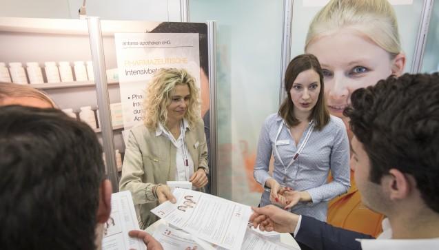 In diesem Jahr haben sich namhafte Unternehmen wie Bayer, Pfizer, Berlin-Chemie oder die antares-apotheken angekündigt.
