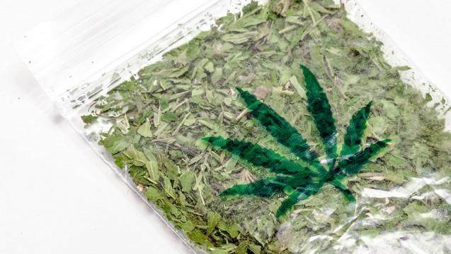 Ein Bezirksparlament der Kölner Innenstadt hat sich dafür ausgesprochen, dass Apotheken künftig Cannabis zum freien Konsum abgegben. (Foto: Imago)