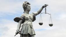 Viele Gerichte haben sich mit Rx-Boni und ihren Folgen zu befassen – selbst jetzt, da die Rechtslage seit 2012 klar schien. (Foto: Stefan Welz/ Fotolia)