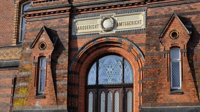 In Flensburg müssen sich ein Arzt und ein Apotheker jetzt vor Gericht verantworten. (m / Foto: imago images / nordpool)